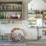 Idea para cocinas pequeñas: ¡un espejo y verlo todo…!