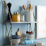 Ideas para cocinas rústicas: una estantería reciclada