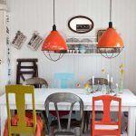 Cocina comedor cool con surtido de sillas mix & match