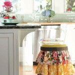 Reciclar muebles: cómo tunear viejos taburetes de cocina