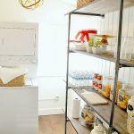 Estanterías con tuberías: llega la decoración industrial a las cocinas